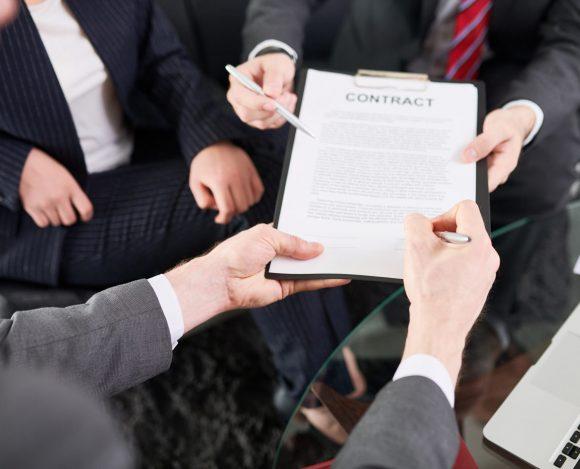 Peut-on rédiger les contrats de sa société sans aide juridique ?
